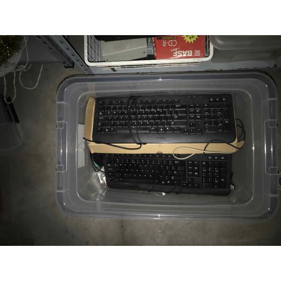 Pudło pełne klawiatur - oddam za darmo